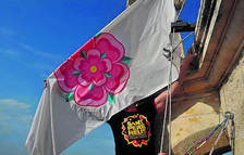 La Jove Cambra hissa la bandera i encén la Tronada per celebrar els 50 anys