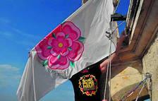 Imagen de archivo de una izada de la bandera en lo alto del Campanar.