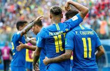 Coutinho i Neymar celebrant el primer gol contra Costa Rica.