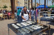 La Muntanyeta recauda 3.000 euros gracias a la sardinada de los pescadores serrallencs