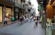 Ambient relaxat en el primer diumenge d'obertura de rebaixes a Reus