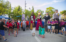 Els gegants i la música omplen les festes dels barris de la ciutat