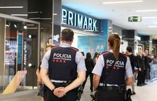 Empleados de Parc Central alertan de los robos de bolsos y carteras