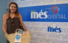 Marta Olmos Margol recull la cistella de Caprabo