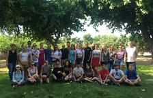 Una veintena de jóvenes de varios países participan en el campo de trabajo en la Riera de la Boella