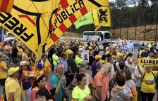 Cientos de manifestantes llenan el exterior de la prisión de Mas Enric