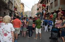 Los gigantes y renacuajos ponen ritmo en las fiestas del barrio Maria Cristina