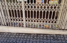 Los vecinos de la calle Gasòmetre tienen que soportar aguas fecales en la acera