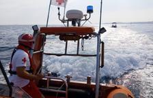 Creu Roja i Salvament Marítim rescaten una embarcació avariada a la Savinosa