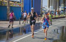 Un miler d'esportistes inunda el Port de Tarragona amb el Triatló