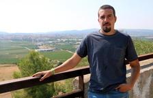 Jaume Tres, amigo íntimo de Pau Pérez, observando Vilafranca del Penedès desde la Montaña de Sant Pau.