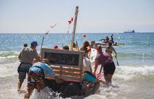 L'esperit festiu de Sant Magí s'apodera de les platges