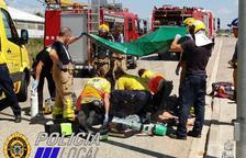 Los servicios de emergencias trabajaron en el lugar para intentar salvar la vida al hombre.