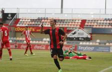 Miguel Linares celebra molt content el gol anotat.