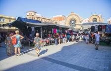 Los marchantes ven menos turistas desde que el mercadet se trasladó a Corsini y sus alrededores.