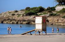 Punto de vigilancia de Cruz Roja en la playa de la Arrabassada.