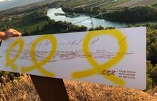 Aparecen lazos amarillos pintados sobre patrimonio municipal de Tivissa