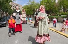 Una trobada de gegants anima les festes de Sant Pere i Sant Pau