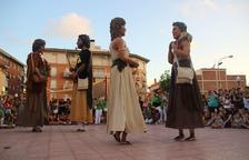 Los Gegants Neolítics de l'Espluga actúan en Torredembarra