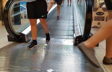 El incidente de un niño en una escalera mecánica de Parc Central acaba en pelea