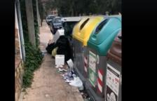 Un vídeo denuncia la brutícia del carrer que accedeix a la platja de l'Arrabassada