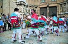 El Ball de Bastons celebra 365 anys picant amb un canvi de vestuari