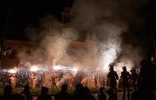 Imatge de la Carretillada del Ball de Diables al Santuari de Misericòrdia.