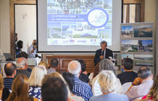 L'ambaixador de França a Espanya, Yves Saint-Geours, explicant una part de la proposta.