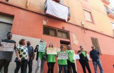Los vecinos vuelven al 35 de la calle Sant Magí y Bienestar estudiará cada caso