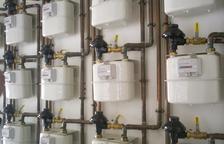 Imatge d'uns comptadors de gas en un edifici d'habitatges.