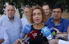 La ministra de Política Territorial, Meritxell Batet, atenent els mittjans.