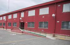 Suspendidas las clases en la Escola La Floresta por el desprendimiento de un trozo de cornisa