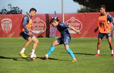 Juan Muñiz, en el centro de la imagen, durante un entrenamiento con el que es su equipo desde este pasado verano.