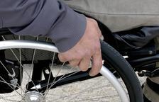 Una família de Reus amb pocs recursos necessita una cadira de rodes i una grua de mobilització