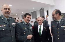 Manuel Murillo, amb americana negra, acompanyat del cap de la comandància de Tarragona, Vicente Luengo, a l'esquerra.