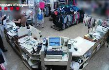 L'home robava els mòbils quan les mares l'havien deixat a la bossa del cotxet dels seus fills.