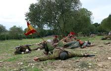 Pla general dels soldats republicans morts i dels nacionals durant la recreació històrica de l'últim combat de la Batalla de l'Ebre a la Fatarella.