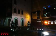 Un ferit en un incendi d'una habitació en un pis de Constantí