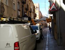 Detectan conexiones ilegales en el cambio del cableado aéreo en el Carme