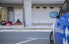La Guàrdia Urbana manté la vigilància les 24 hores per evitar que entrin als pisos de Pau Gargallo.