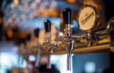 Beure tres o quatre cerveses al dia podria reduir l'efecte de la vacuna, segons científics americans