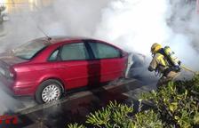 L'incendi va activar un vehicle terrestre dels Bombers.