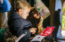Los pajes reales recogen las cartas de los niños y niñas de la Canonja