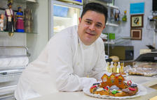 El Forn Huguet crea un tortell de Reis infantil fet de carbó, xocolata i caramels