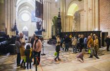Nets visiten la Catedral amb els seus avis