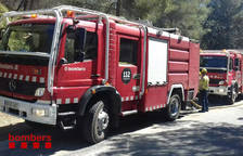 Cremen quatre contenidors i una furgoneta a Campclar