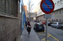 Zona de aparcamiento para los padres en el Institut Baix Camp.