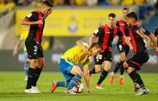 Catena, Gus Ledes y Pereira en una jugada del partido contra Las Palmas de la primera vuelta.