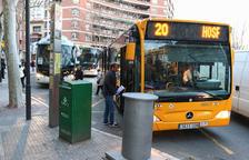 Usuarios de los buses urbanos se quejan del peligro de las paradas en las Oques