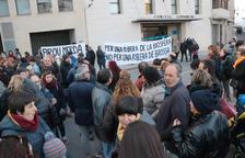 Concentració davant la seu del Consell Comarcal de la Ribera d'Ebre en contra del projecte d'abocador de Riba-roja.